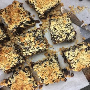 Fruit Mince Pie Tray Bake with Spiced Rum Butter - the ultimate mince pie dessert, for those of us who secretly like the filling more than the outside!