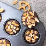 Chocolate peanut butter bites with pretzels - so easy, just melt and mix